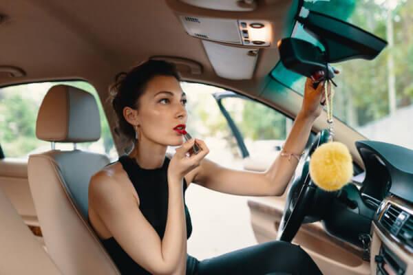 Mitos sobre el maquillaje. Es verdad. No a todas las mujeres nos favorecen los mismos colores y tonos.
