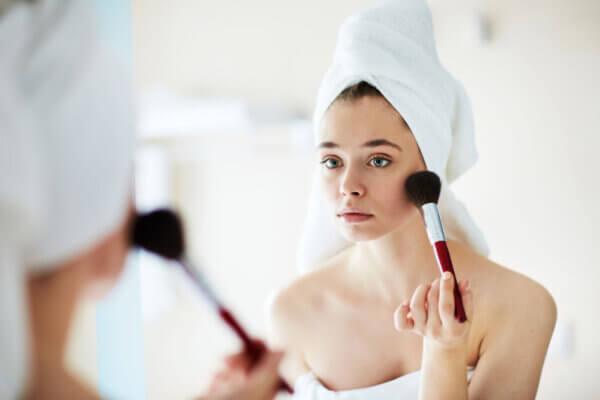 Mitos sobre el maquillaje. Un maquillaje de alta calidad no tiene por qué asfixiar la piel.